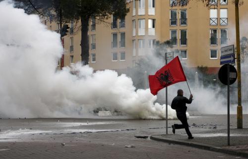 Přívrženec albánské opozice