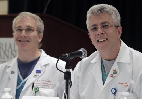 Chirurgové se vyjadřují ke stavu Giffordsové
