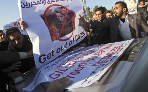 Protesty proti francouzské ministryni zahraničí Alliotové-Marieové
