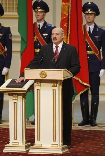 Lukašenko slavnostně přísahá při své inauguraci