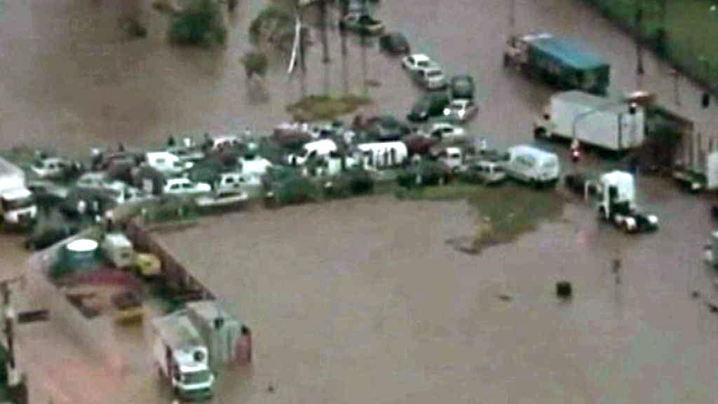 Záplavy v Brazílii uvěznily řidiče