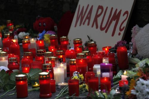 Svíčky na místě tragédie během Loveparade