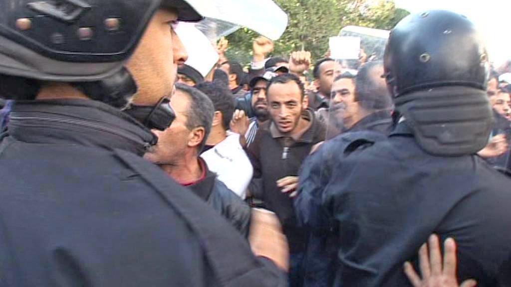 Protesty proti nové tuniské vládě