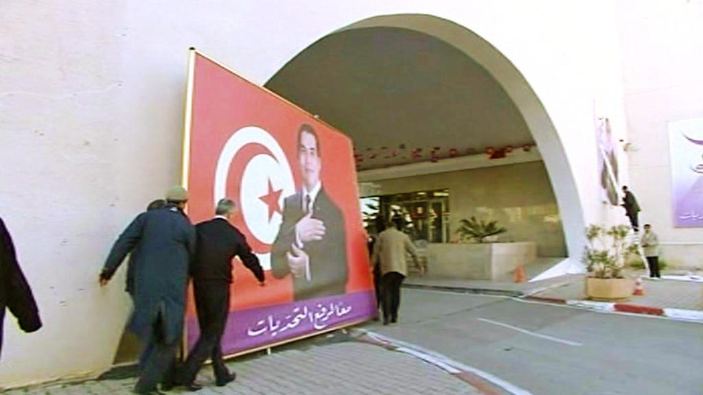 Tunisko se symbolicky zbavuje starého prezidenta