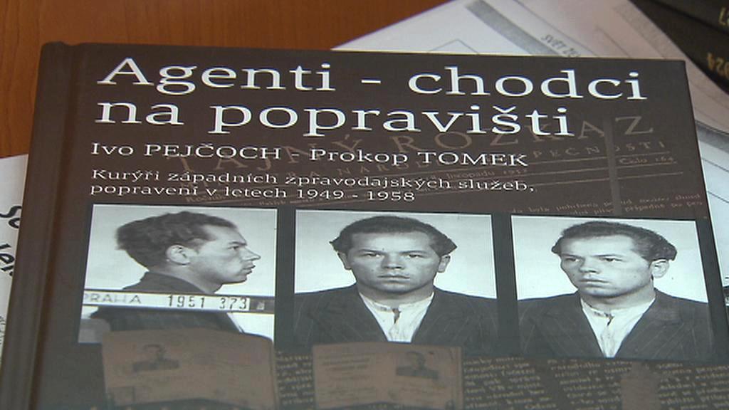 Kniha o osudech agentů - chodců