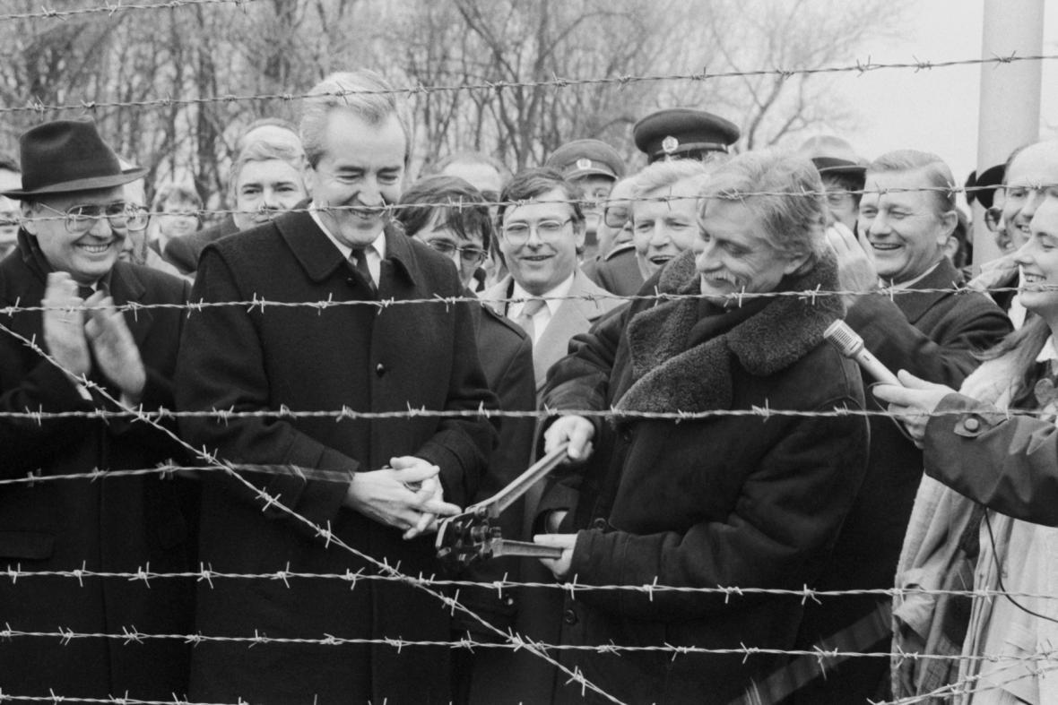 Symbolické přestřihování drátů na česko-rakouské hranici