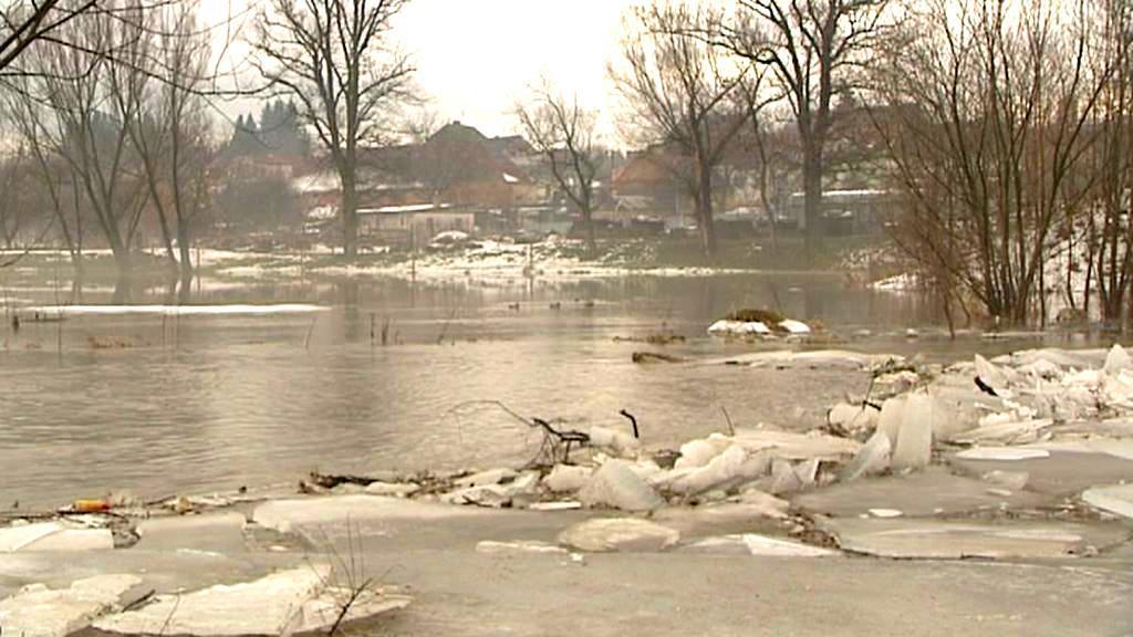Tající sníh zvedá hladiny řek