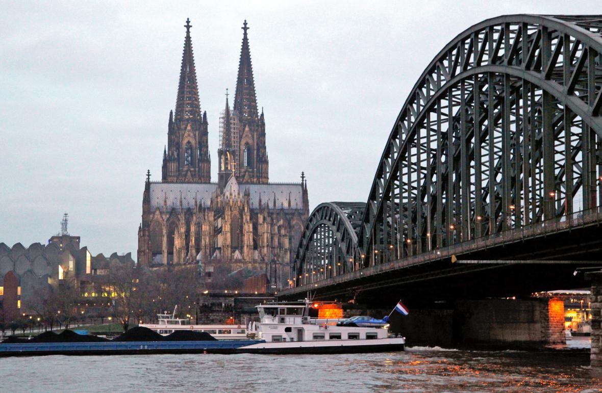Stoupající hladna Rýna v Kolíně nad Rýnem