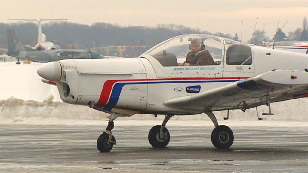 Letoun Zlín 142