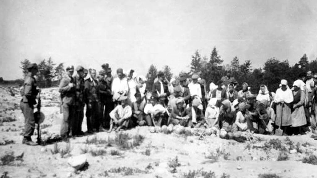 Venkované v Treblince hledají cennosti po Židech