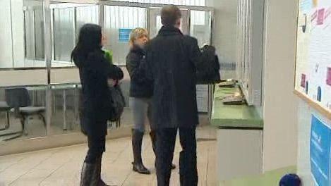 Lidé na finančním úřadě