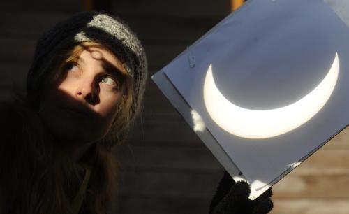 Projekční štít pro zatmění Slunce