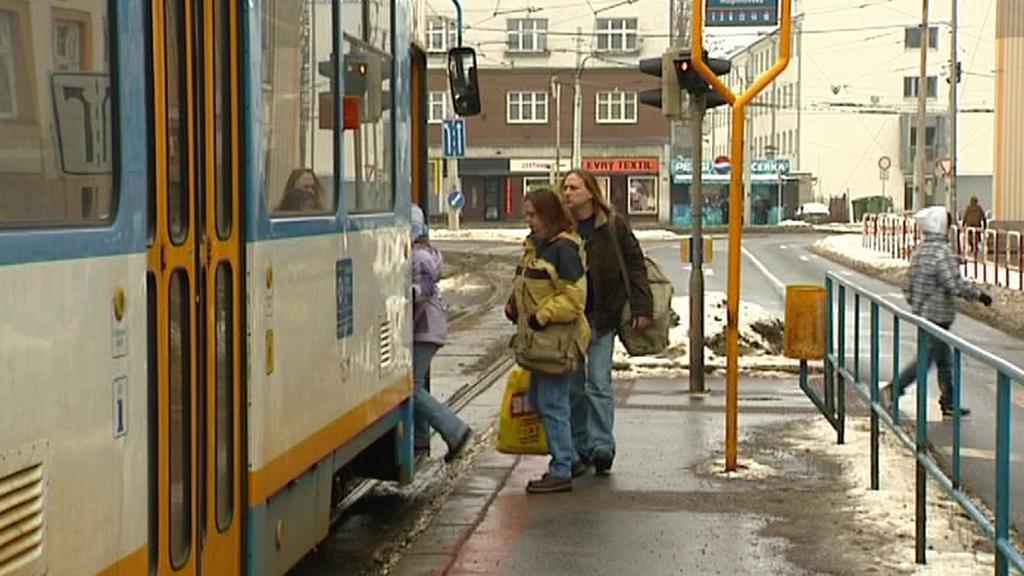 Místo nehody v Ostravě na zastávce tramvaje
