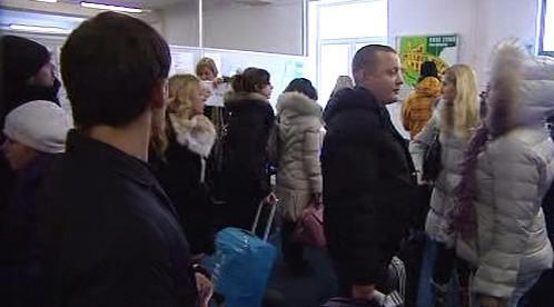 Ruští turisté při odbavení