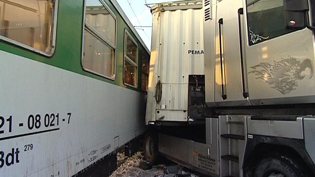 Střet kamionu s vlakem
