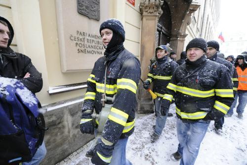 Protest hasičů a policistů