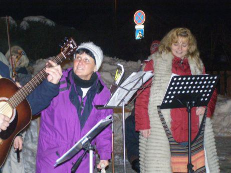 Zpívání u vánočního stromu v Lánově