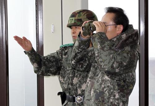 I Mjong-Bak (vpravo)
