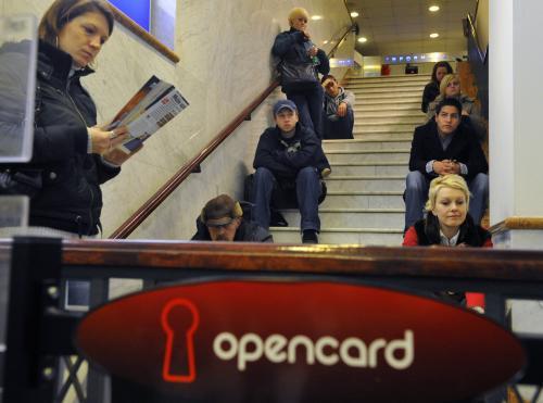 Lidé čekají na Opencard