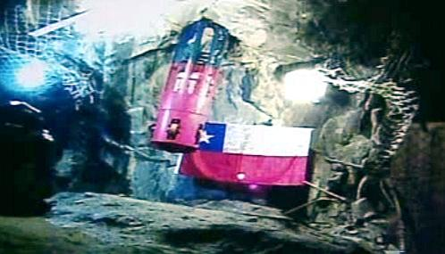 Záběry záchranné kapsle ze zasypaného dolu