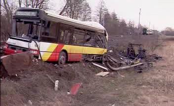 Autobus po srážce s vlakem