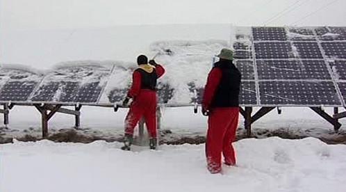 Odklízení sněhu ze sluneční elektrárny