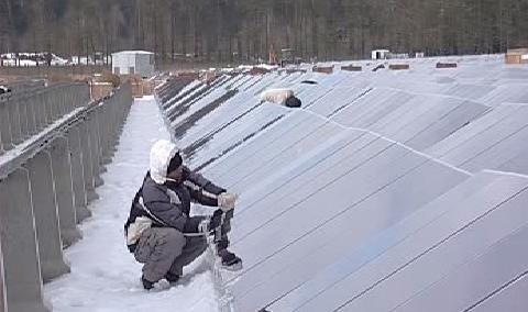 Stavba solární elektrárny pokračuje