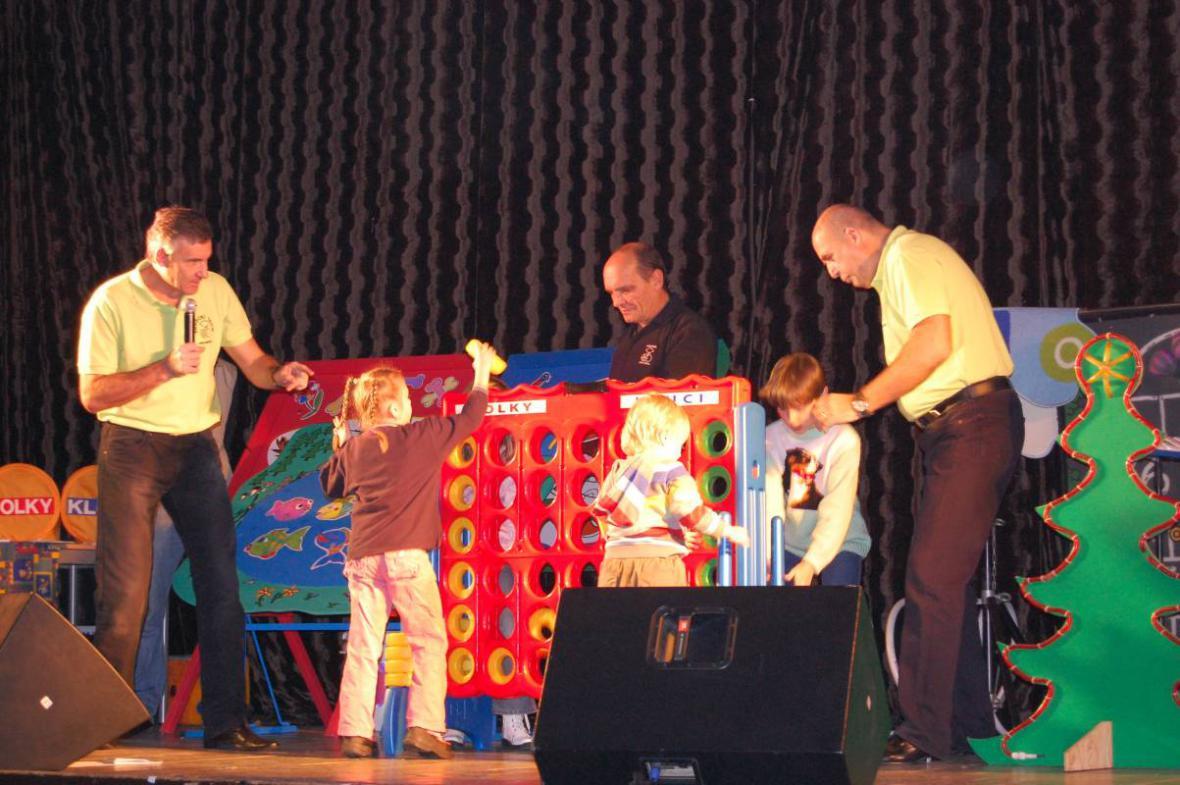 Děti ze ZŠ Poběžovice na Vánoční show v Bělé nad Radbuzou