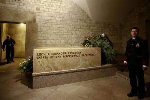 Hrob Lecha Kaczyńského a jeho ženy