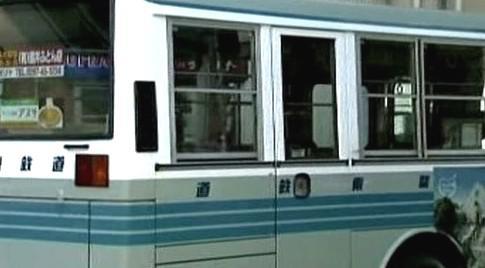 Útočník pobodal v Tokiu 13 lidí
