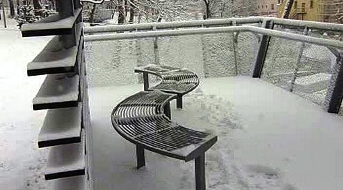 Lavička v zimě