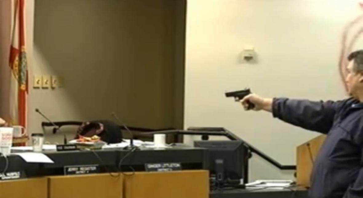 Střelba na zasedání školní rady na Floridě