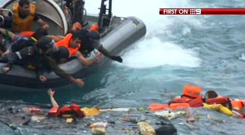 U Vánočního ostrova ztroskotala loď s imigranty