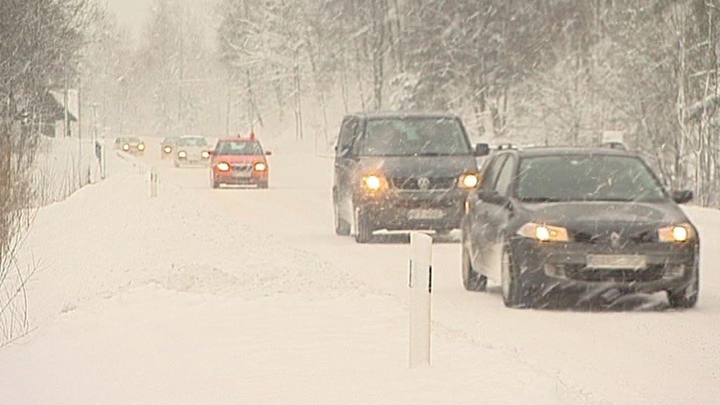 Sněžení komplikuje dopravu na silnicích