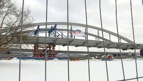 Stavba drážďanského mostu Waldschlößchenbrücke