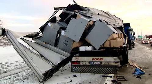 Poničený kamion