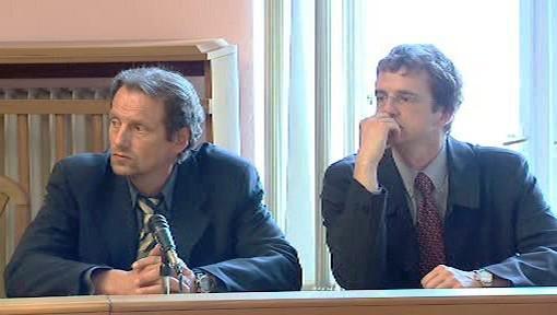 Jaroslav Vítek (vlevo) s právníkem