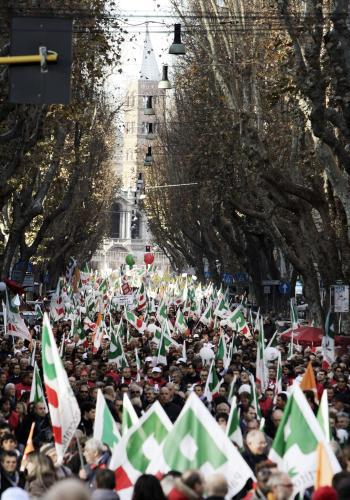 Demonstrace proti Silviu Berlusconimu