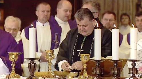 Dominik Duka při bohoslužbě