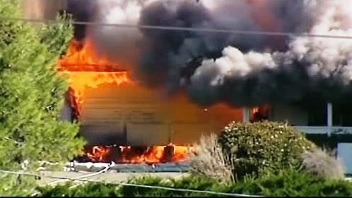 Požár domu s výbušninami v Escondidu