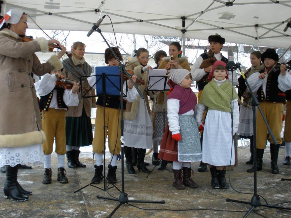 Karlštejnský advent - dětský folklorní soubor Modřenec