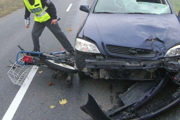 Střet auta s mopedem