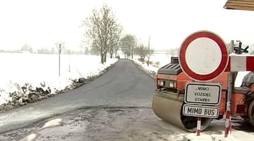 Opravovaná silnice u Nadějkova