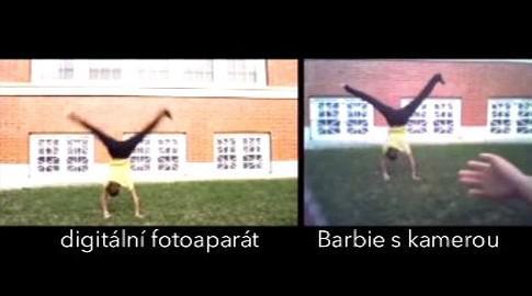 Srovnání záběrů z digitálního fotoaparátu a kamery v Barbie