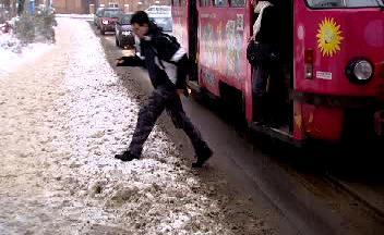 Problémy se sněhem mají také chodci