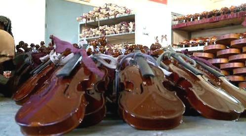 Výroba houslí v Číně