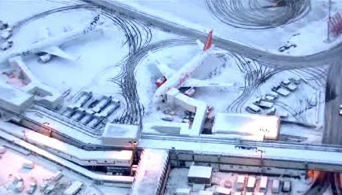 Sníh komplikuje provoz na letištích