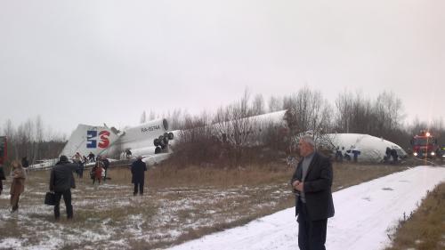 Poškozený tupolev po nouzovém přistání v Moskvě