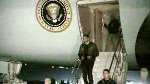 Barack Obama po příletu do Afghánistánu