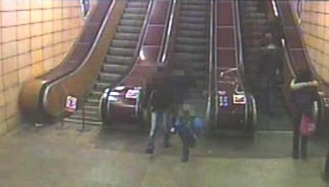 Záznam trojice kamerou v metru